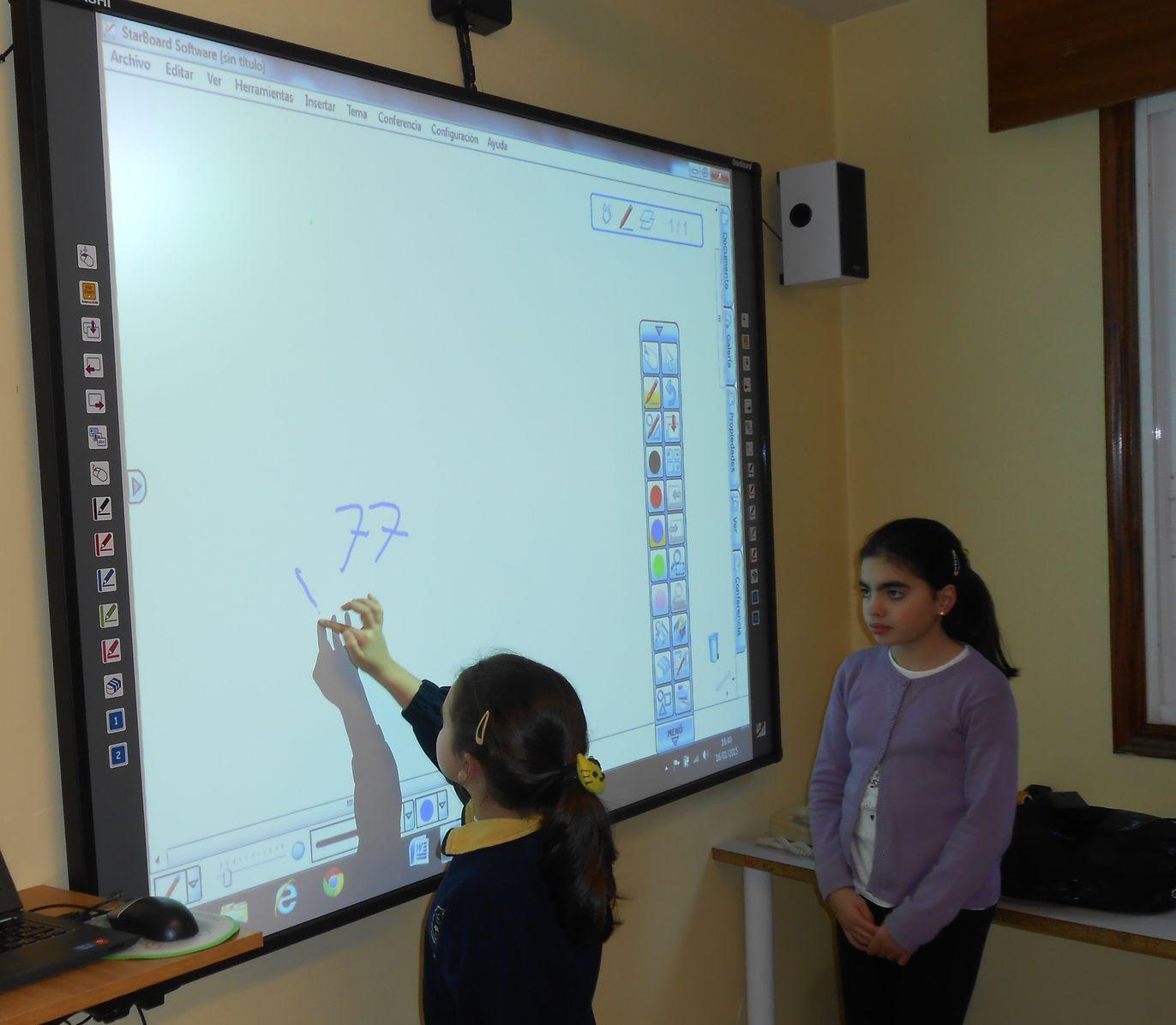 alumna-pizarra-digital